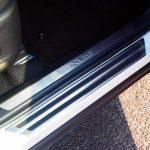 レクサスNXにC-HRスカッフプレート(ボディ外側)を装着